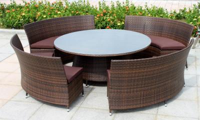 Особенности и преимуществаплетеной мебели из смолы
