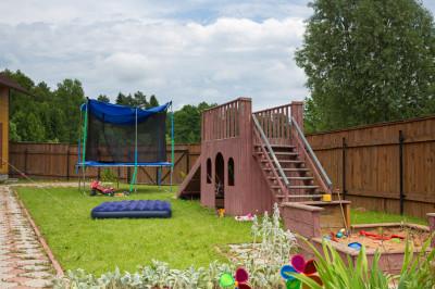 Закажите профессиональную установку детской площадки для создания красивого, удобного и безопасного места для игр и физического развития ребенка