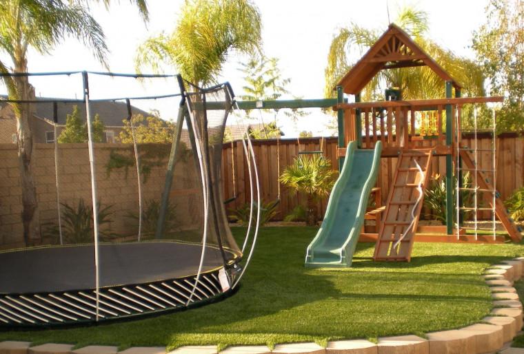 Установка детских площадок в ландшафтном дизайне