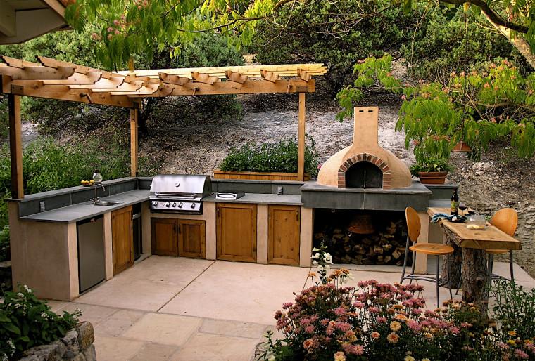 Печка для пиццы в саду